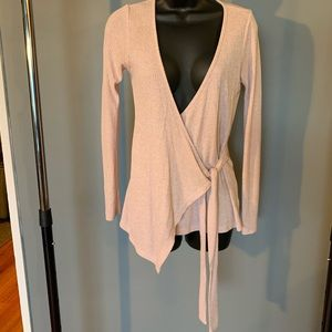 like new Bobeau pink crossover tie up top (6/$14)